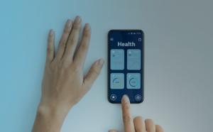 celular monitorando os parâmetros fisiológicos de um paciente - wearable devices